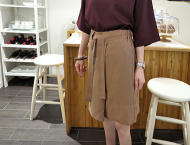 [当天发货]缝腰带裙子 - 直到初夏卡梅尔材料chalrang和强制主门宽周