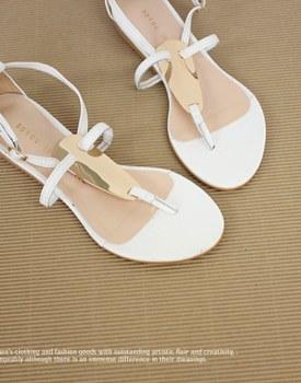 Gold decoration t sandals
