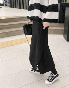 Unbalanced button Skirt - 2c